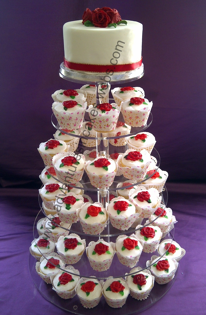 Red Roses Wedding Cake and Cupcakes
